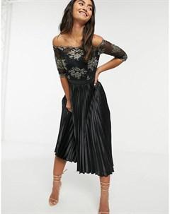 Черное атласное платье миди с контрастной отделкой кружевом Chi chi london