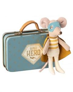 Мягкая игрушка Мышонок младший брат Супергерой в чемодане Maileg