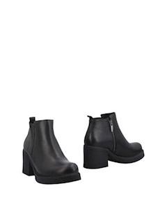 Полусапоги и высокие ботинки Soignè