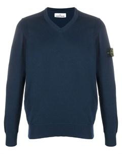 Пуловер с V образным вырезом и нашивкой Stone island