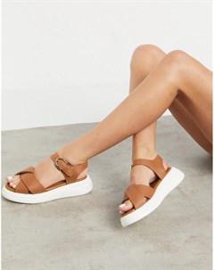 Светло коричневые кожаные сандалии на массивной подошве Nora Fiorelli