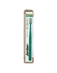 Зубная щетка Green Clean Medium зеленая Jordan