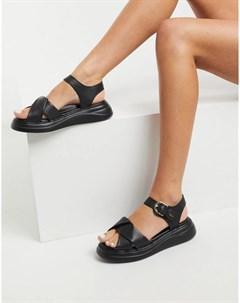 Черные кожаные сандалии на массивной подошве Nora Fiorelli
