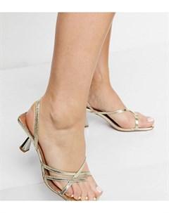 Золотистые босоножки для широкой стопы на среднем каблуке с ремешками и перемычкой между пальцами Asos design