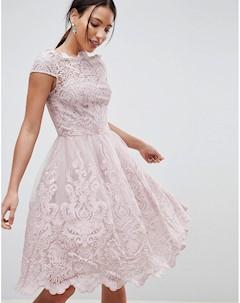 Бежевое кружевное платье миди премиум качества для выпускного с вырезом лодочкой Chi chi london