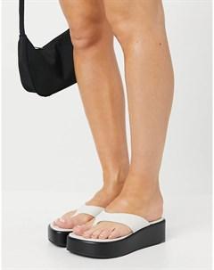 Белые кожаные сандалии премиум класса с V образным ремешком на платформе Target Asos design