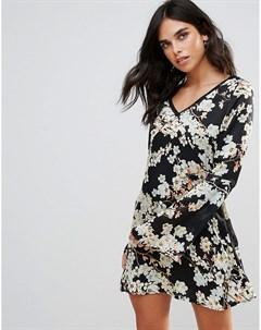Чайное платье с цветочным принтом и отделкой Wyldr Show Me The Way