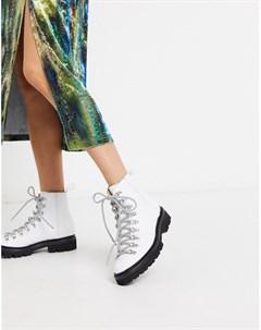 Белые кожаные походные ботинки с черной контрастной подошвой Grenson