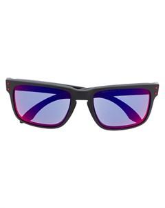 Солнцезащитные очки с затемненными линзами Oakley